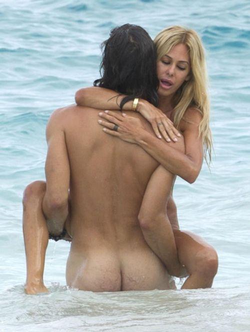海外のヌーディストビーチで外人さんがセックスしちゃってるエロ画像 35枚 No.26