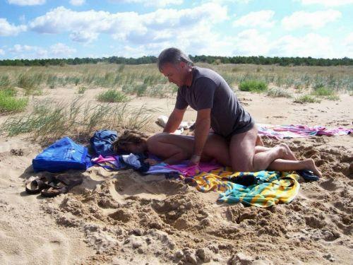 海外のヌーディストビーチで外人さんがセックスしちゃってるエロ画像 35枚 No.31