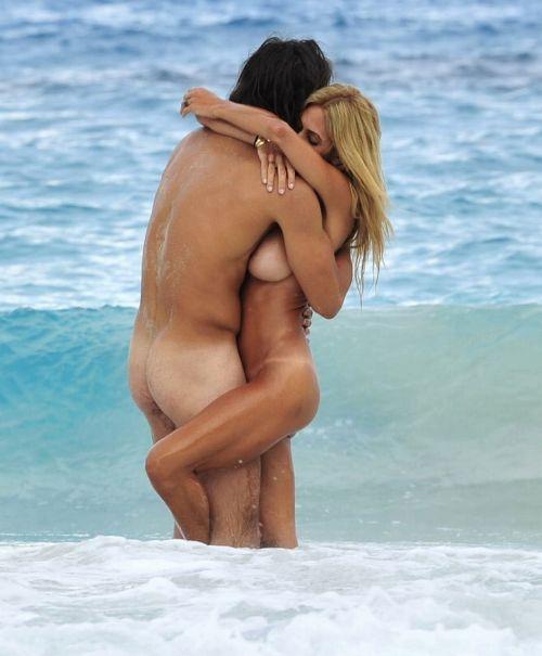 海外のヌーディストビーチで外人さんがセックスしちゃってるエロ画像 35枚 No.34