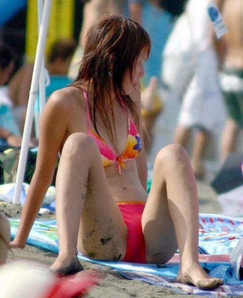 ビーチでマンスジ出ちゃってる水着姿の女の子の盗撮画像 39枚 No.5