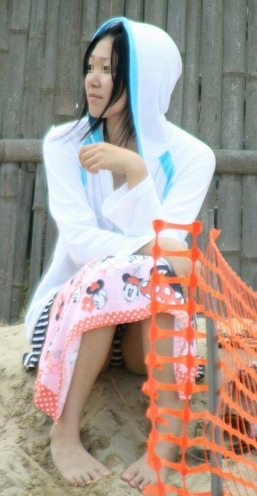 ビーチでマンスジ出ちゃってる水着姿の女の子の盗撮画像 39枚 No.16
