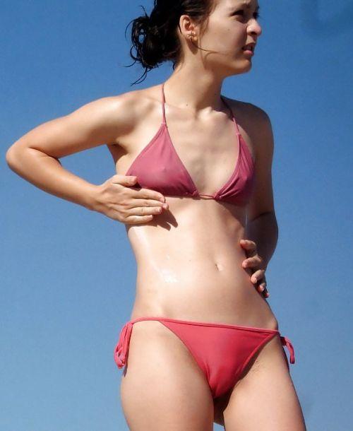 ビーチでマンスジ出ちゃってる水着姿の女の子の盗撮画像 39枚 No.27