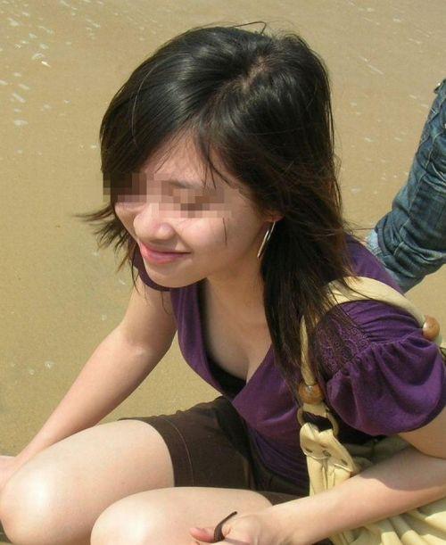 女の子の無防備な胸チラを盗撮したエロ画像 35枚 No.22
