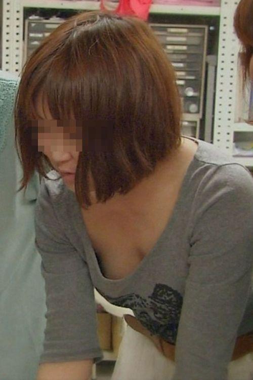 女の子の無防備な胸チラを盗撮したエロ画像 35枚 No.23