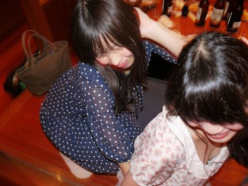 女の子の無防備な胸チラを盗撮したエロ画像 35枚 No.31