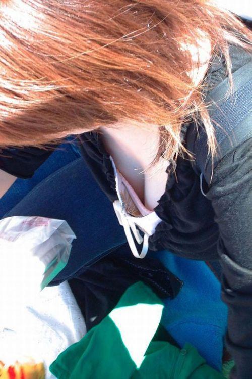 女の子の無防備な胸チラを盗撮したエロ画像 35枚 No.32