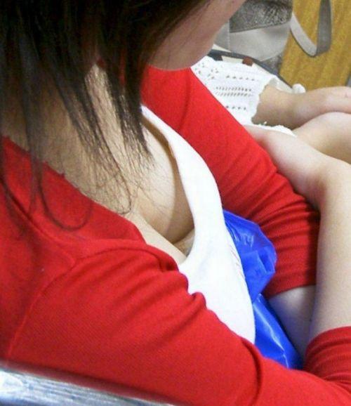 女の子の無防備な胸チラを盗撮したエロ画像 35枚 No.34