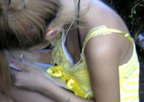 【盗撮画像】セクシーは正義!エロいギャルの胸チラ集めたった 50枚 No.17