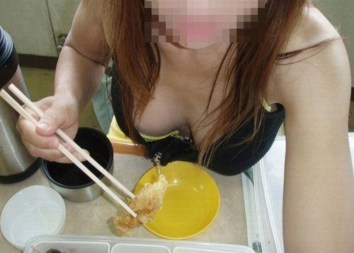 【盗撮画像】セクシーは正義!エロいギャルの胸チラ集めたった 50枚 No.30