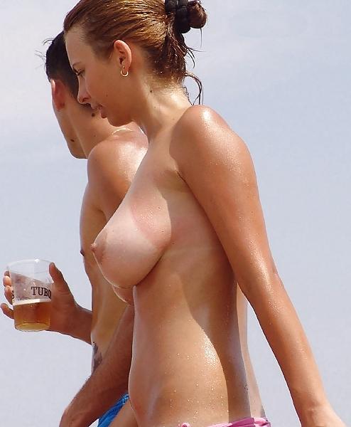 ヌーディストビーチで全裸になったちゃう外人美女の盗撮エロ画像! 35枚 part.2 No.27