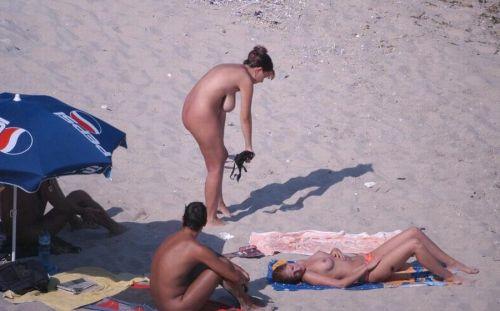 ヌーディストビーチで全裸になったちゃう外人美女の盗撮エロ画像! 35枚 part.2 No.31