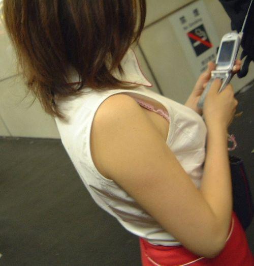 【エロ画像】胸元緩すぎなお姉さんの胸チラ盗撮したった 45枚 No.11