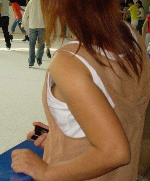 【エロ画像】胸元緩すぎなお姉さんの胸チラ盗撮したった 45枚 No.15