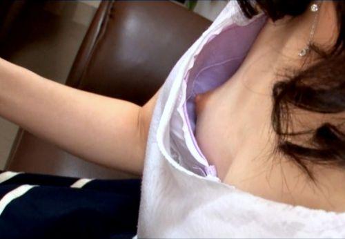 【エロ画像】胸元緩すぎなお姉さんの胸チラ盗撮したった 45枚 No.20
