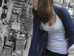 【エロ画像】胸元緩すぎなお姉さんの胸チラ盗撮したった 45枚 No.21