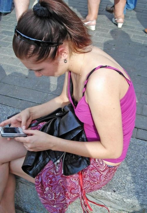 【エロ画像】胸元緩すぎなお姉さんの胸チラ盗撮したった 45枚 No.37