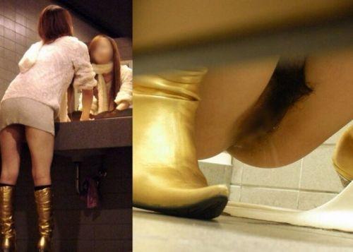 和式トイレでお○っこしているお姉さんを前方から盗撮激写画像 36枚 No.35