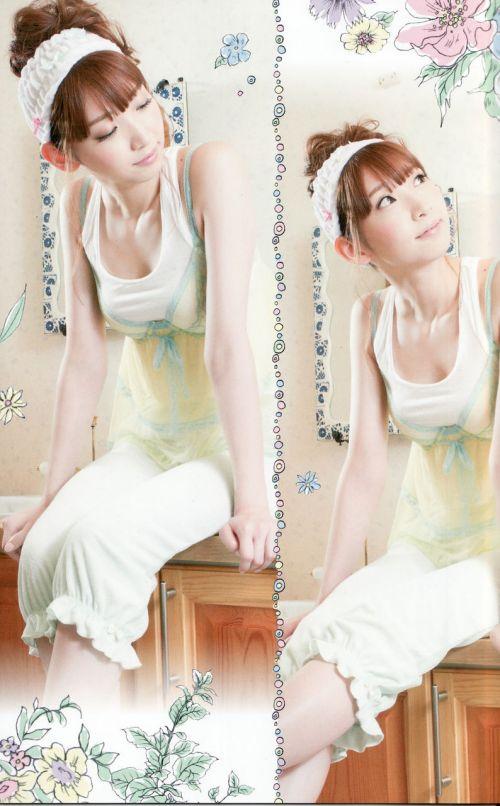 【エロ画像】胸の開いた服来ておっぱい胸チラで誘惑してくる女性達 40枚 No.9