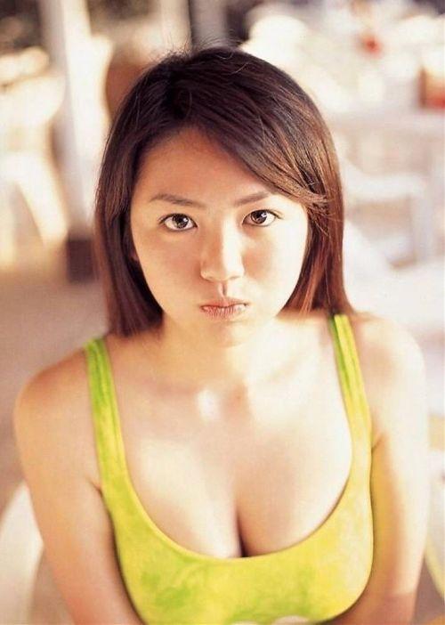 【エロ画像】胸の開いた服来ておっぱい胸チラで誘惑してくる女性達 40枚 No.12