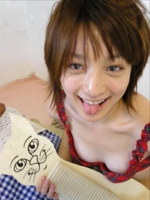 【エロ画像】胸の開いた服来ておっぱい胸チラで誘惑してくる女性達 40枚 No.24