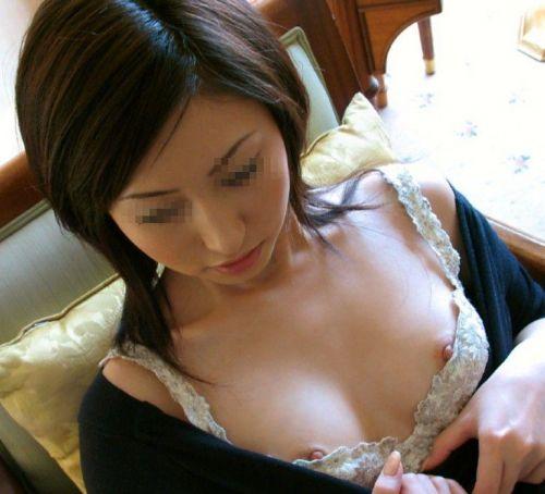 【エロ画像】胸の開いた服来ておっぱい胸チラで誘惑してくる女性達 40枚 No.31