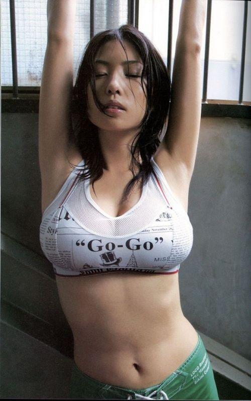 【エロ画像】胸の開いた服来ておっぱい胸チラで誘惑してくる女性達 40枚 No.33
