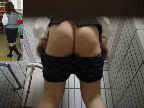 和式便所で菊紋から黒い物体が覗いてたりお○っこしてるお姉さんの盗撮画像 37枚 No.3