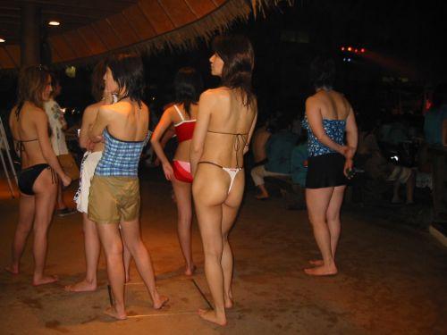 ビーチでTバックのお尻を盗撮!合法で露出しまくりな女の子画像 35枚 No.5