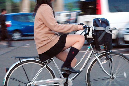 【盗撮】街中を歩いてたら自転車通学中のJKのパンチラ見えちゃったわwww 39枚 No.2