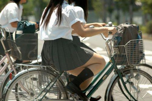 【盗撮】街中を歩いてたら自転車通学中のJKのパンチラ見えちゃったわwww 39枚 No.4