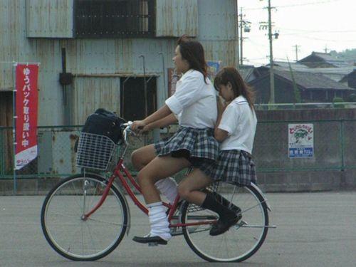【盗撮】街中を歩いてたら自転車通学中のJKのパンチラ見えちゃったわwww 39枚 No.9