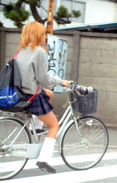 【盗撮】街中を歩いてたら自転車通学中のJKのパンチラ見えちゃったわwww 39枚 No.22
