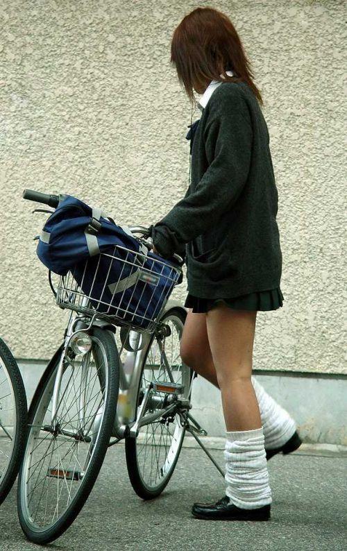 【盗撮】街中を歩いてたら自転車通学中のJKのパンチラ見えちゃったわwww 39枚 No.25