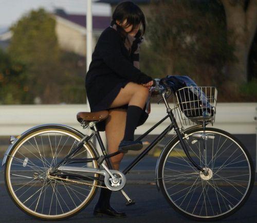 【盗撮】街中を歩いてたら自転車通学中のJKのパンチラ見えちゃったわwww 39枚 No.35