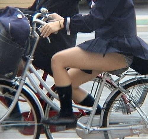 【盗撮】街中を歩いてたら自転車通学中のJKのパンチラ見えちゃったわwww 39枚 No.39