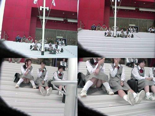 【盗撮画像】地面に座り込むJKのパンチラ率が異常なんだが^^ 39枚 No.16
