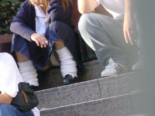 【盗撮画像】地面に座り込むJKのパンチラ率が異常なんだが^^ 39枚 No.33