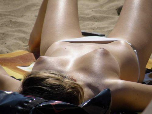 【画像38枚】ヌーディストビーチってエロい美女しかいないのな! No.21