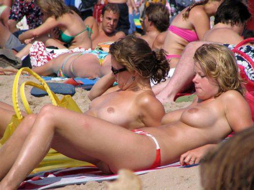 【画像38枚】ヌーディストビーチってエロい美女しかいないのな! No.23