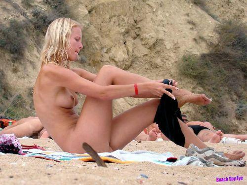 【画像38枚】ヌーディストビーチってエロい美女しかいないのな! No.25