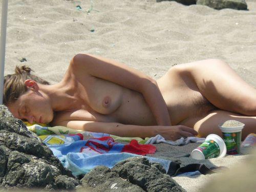 【画像38枚】ヌーディストビーチってエロい美女しかいないのな! No.33