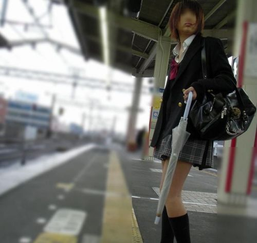 電車通学のおぼこいJKがガードゆるゆるでパンティ丸見えだわwww No.7