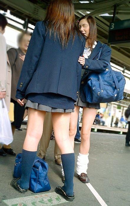 電車通学のおぼこいJKがガードゆるゆるでパンティ丸見えだわwww No.11
