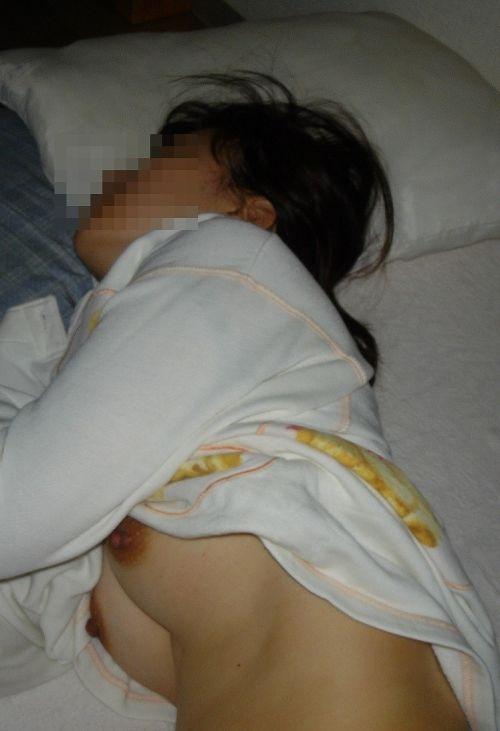 ブラジャーなどをズラしておっぱい出して寝てる女の子の盗撮画像 32枚 No.3