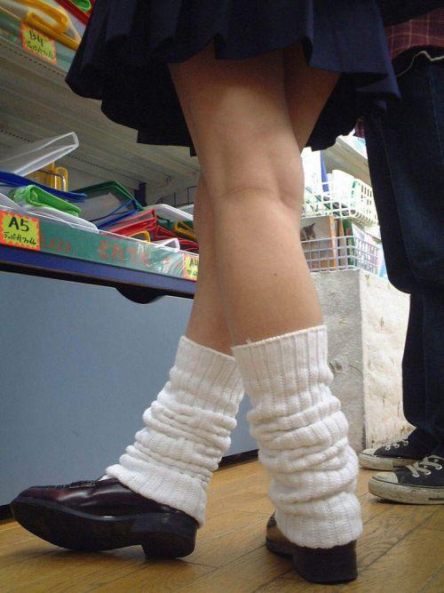スラっとエロくて健康的なJKの美脚を盗撮したエロ画像! No.36