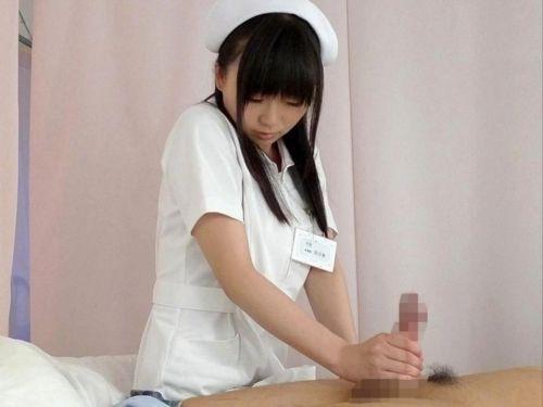 看護師(ナース)が手コキでお世話する気持ち良さそうなエロ画像 29枚 No.1