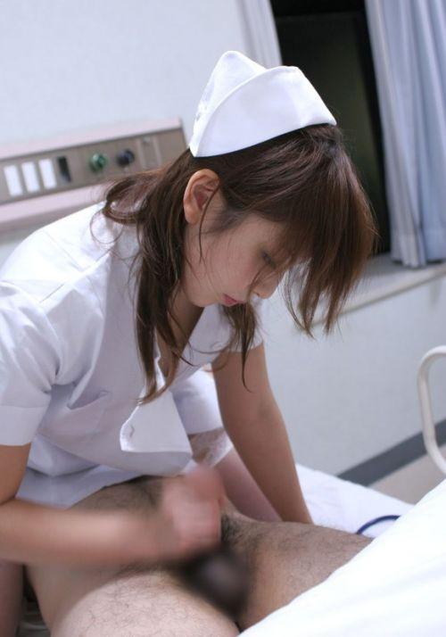 看護師(ナース)が手コキでお世話する気持ち良さそうなエロ画像 29枚 No.3