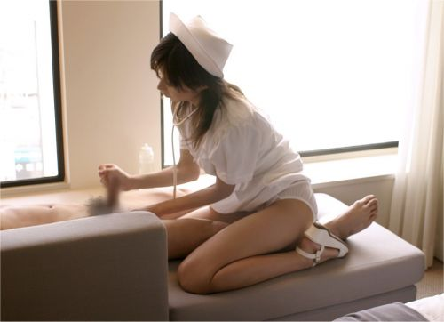 看護師(ナース)が手コキでお世話する気持ち良さそうなエロ画像 29枚 No.4