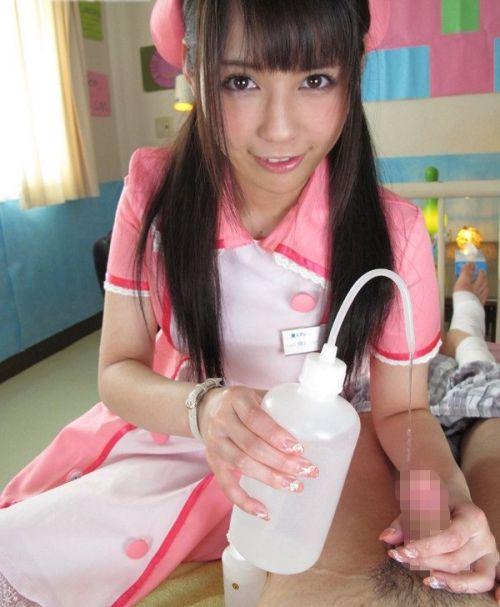 看護師(ナース)が手コキでお世話する気持ち良さそうなエロ画像 29枚 No.8