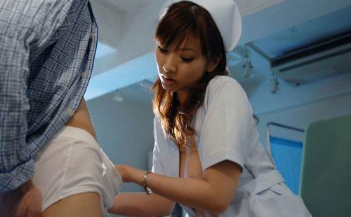 看護師(ナース)が手コキでお世話する気持ち良さそうなエロ画像 29枚 No.9